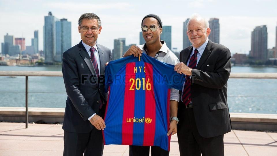 FC Barcelona New York Office Ronaldinho Bartomeu