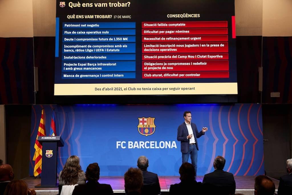 Der FC Barcelona stellt die Ergebnisse der Finanzprüfung vor.